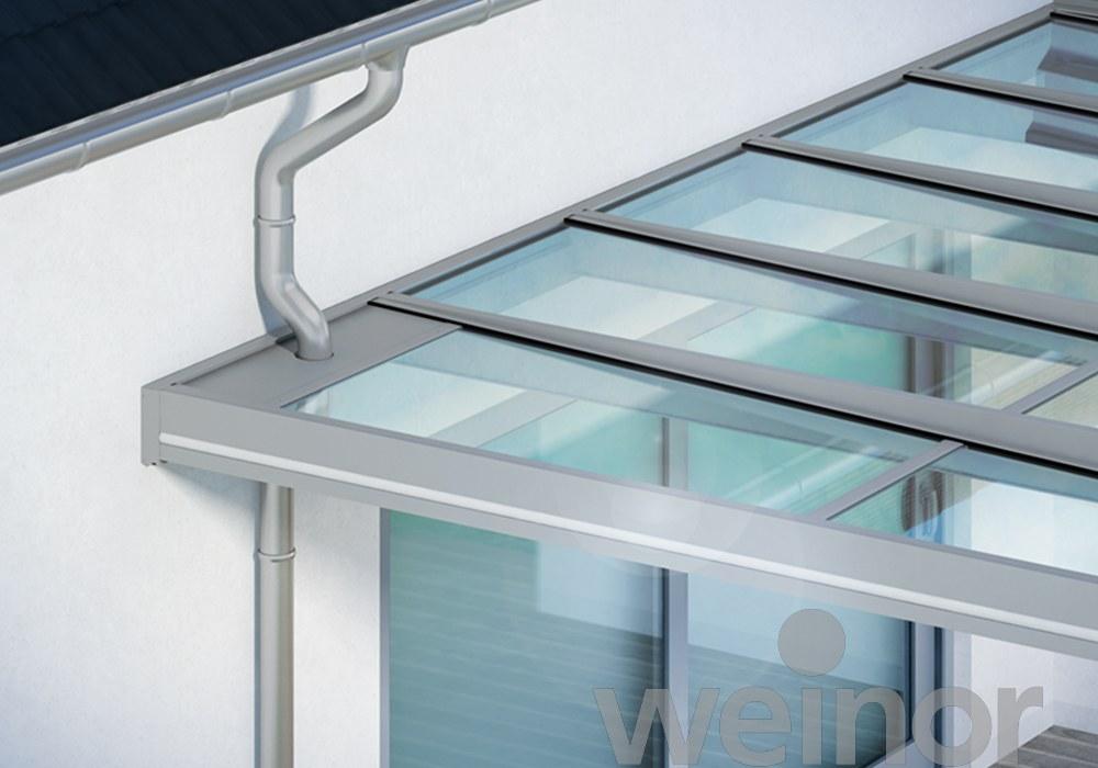 Penetrarea planului acoperisului cu piesa de aluminiu